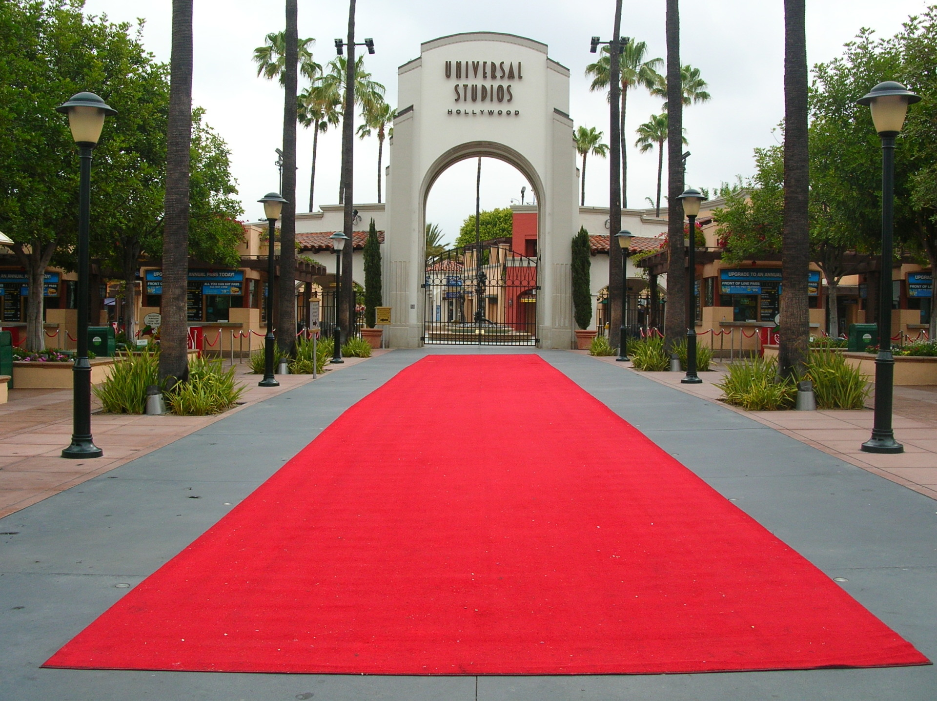 outdoor red carpet at universal