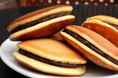 bánh rán dorayaki loại bánh cực thích của doraemon. cùng chúng tôi làm bánh dorayaki