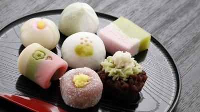 Làm bánh wagashi đẹp hơn bằng khuôn. Nhã Phương sẽ hướng dẫn các bạn làm bánh gawashi nhé