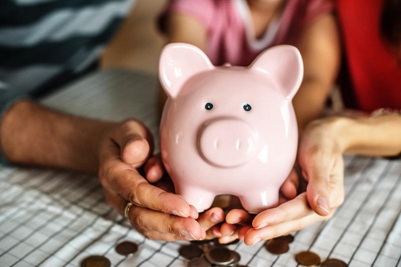 Έλληνες: φτωχοί… λεφτάδες!