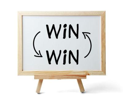 300 ευχαριστημένοι πελάτες, 2.500 συνδεδεμένοι φίλοι. Είναι το Win - Win Net!