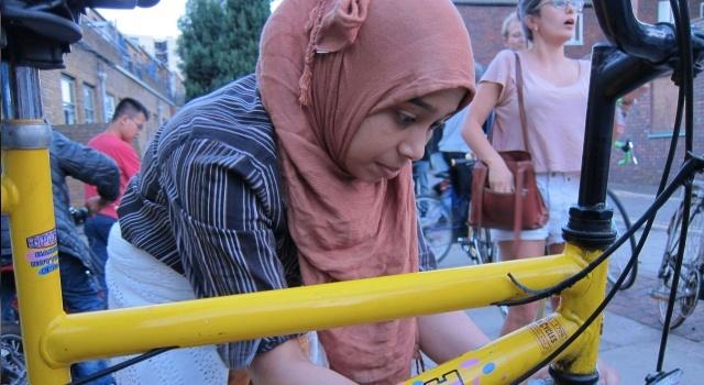 Επιχειρηματικές ιδέες: Κοινωνική επιχείρηση παρέχει στους πρόσφυγες δωρεάν ποδήλατα.