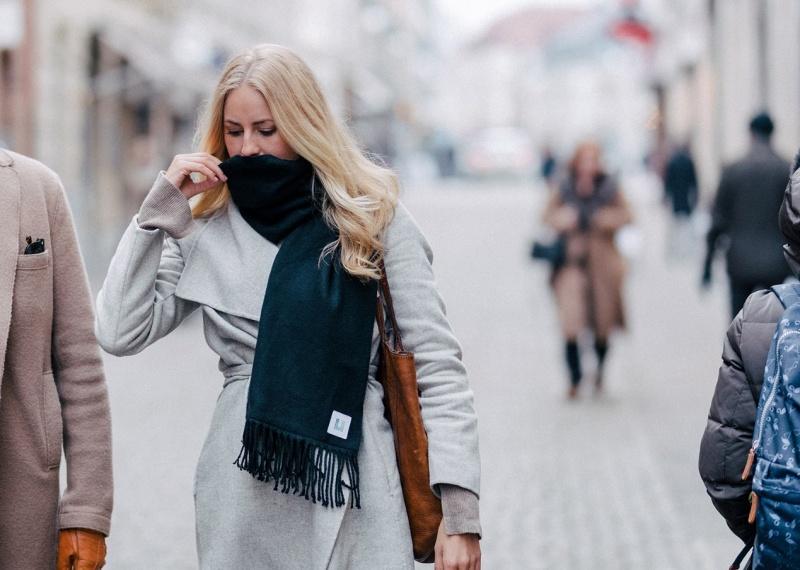 Επιχειρηματικές ιδέες: Το φουλάρι που προστατεύει τους χρήστες του από τη… γρίπη!