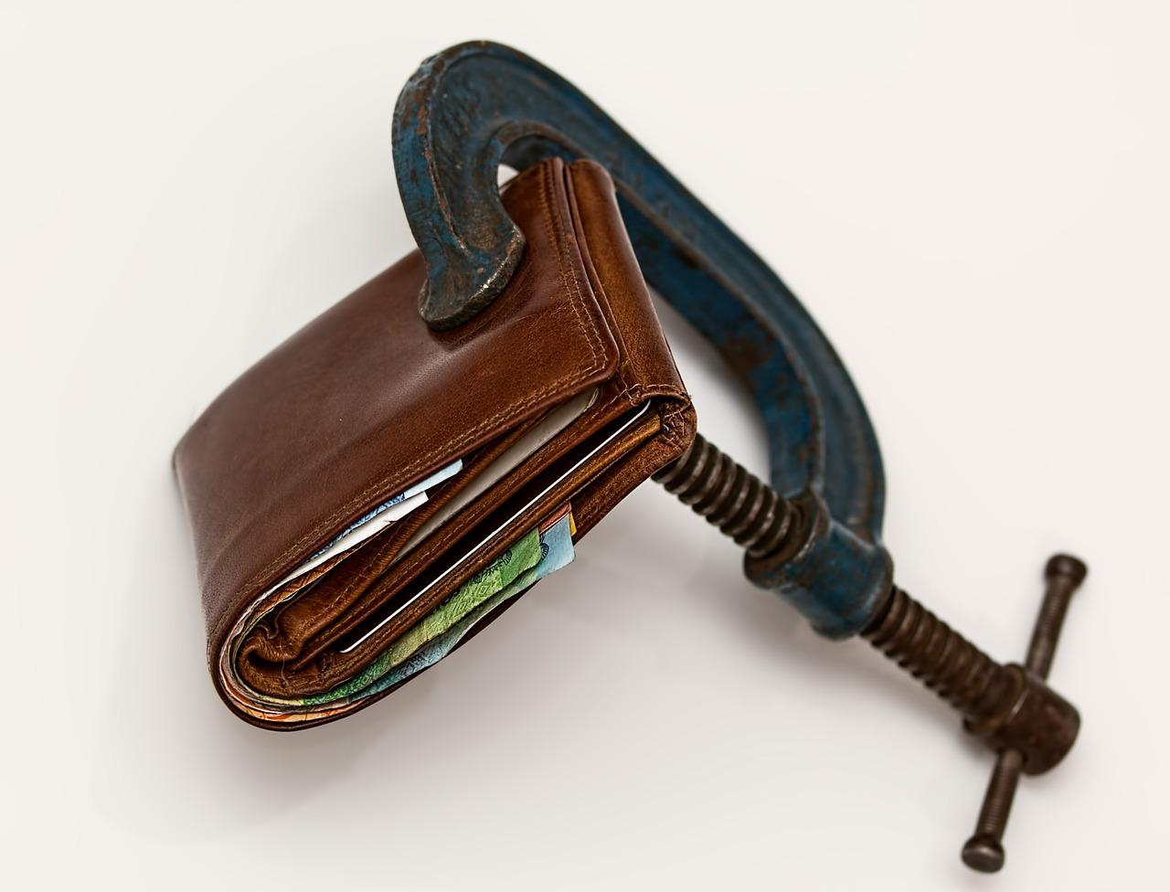 Αρνητικές επιπτώσεις στο λιανικό εμπόριο και το ΑΕΠ από τα capital controls.