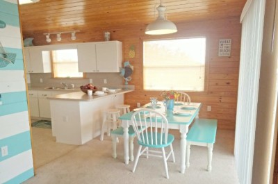 Fully Equipped Kitchen With Seating for 8