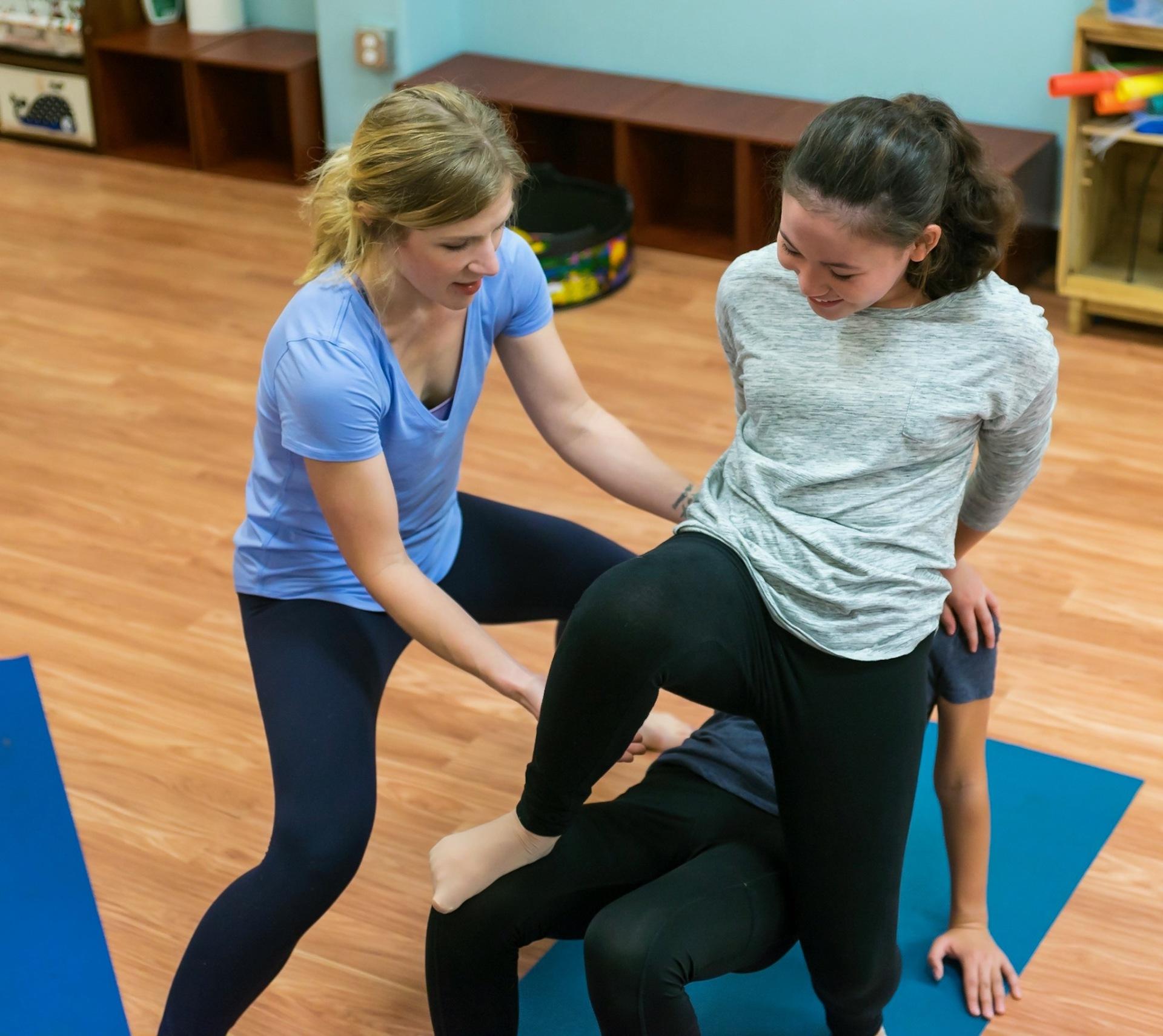 teen yoga class, yoga class, partner pose