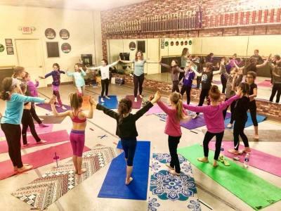 human mandala, kids yoga class, girl scouts, oceanside