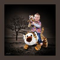 Dětský portrét s nejoblíbenější hračkou