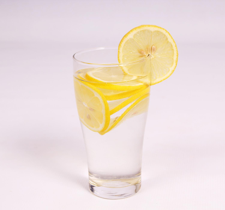 Lemon-water-in-glass