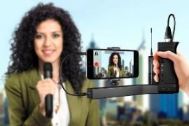 Real ik multimedia monitored mirror woman microphone