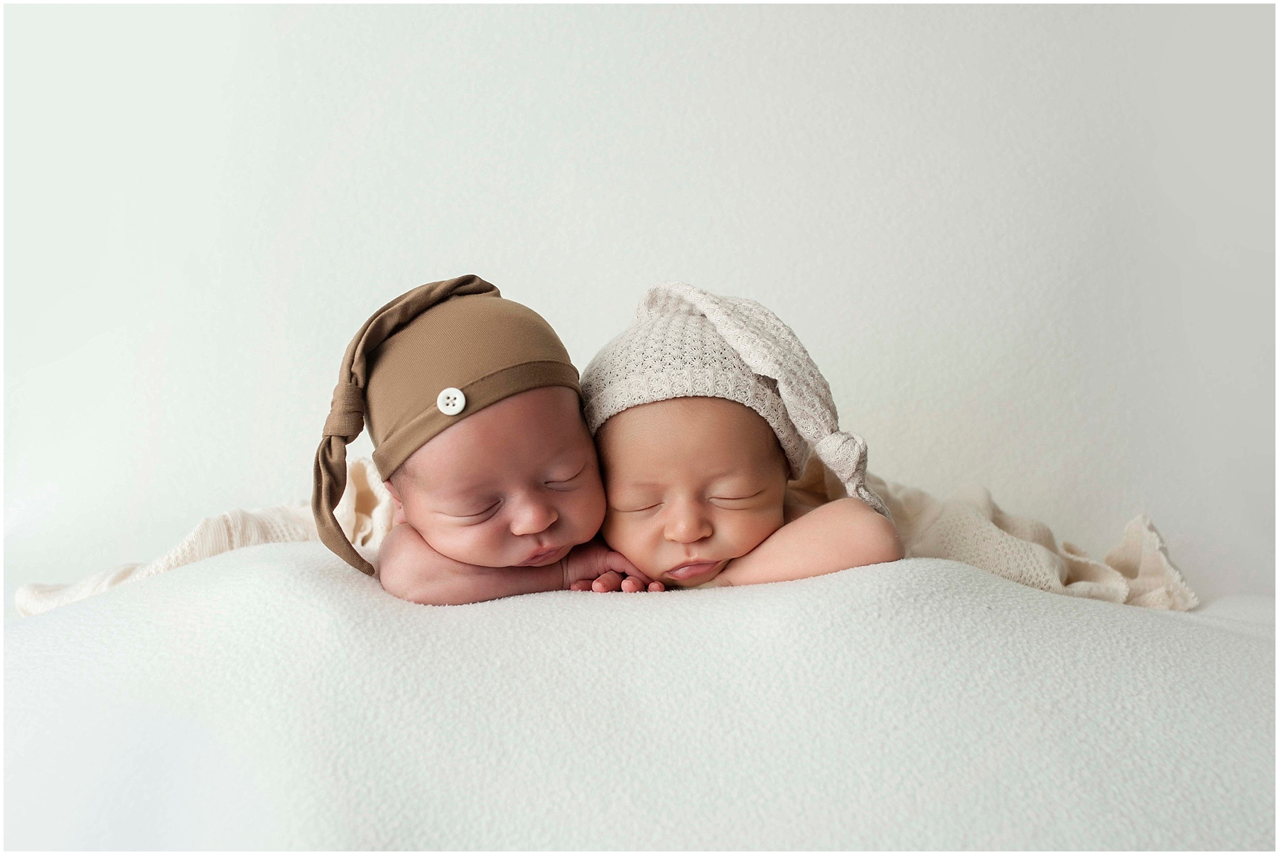 Garbarino Twins {Baton Rouge Twin Newborn Photographer}