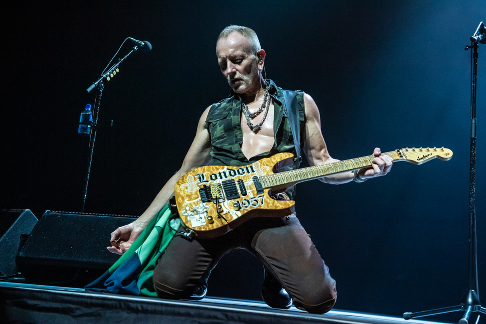Phil_Collen_performing_live_in_2018