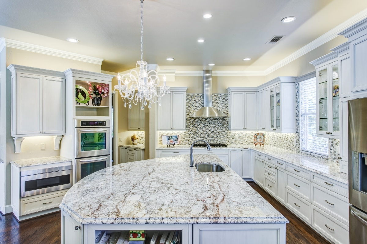 """Are you interested in a complete Kitchen makeover in Sarasota Florida? We are Kitchen remodeling pros and home improvement specialists in Sarasota and Venice areas. We do Kitchen remodeling in Englewood, FL. At James Anderson LLC. Design and build, we have the expertise to guide you through a more efficient design with the latest trends in kitchen cabinets and layouts. With our expansive website you will find the advice and unique design ideas you are looking for in selecting a reputable kitchen contractor in Sarasota and Venice Florida. On our Gallery page you will find before and after pictures of """"Kitchen remodels in your area"""". We are the Sarasota and Venice Florida areas most experienced and trusted kitchen and bath home remodeling company."""
