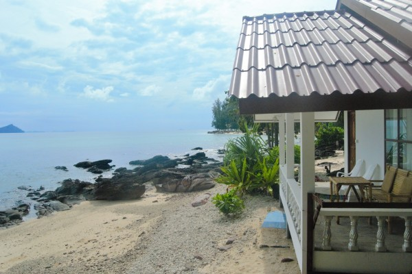 Beachfront twin room bungalow with AC no.2
