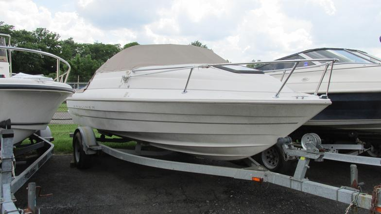 1999 Bayliner Cuddy Cabin