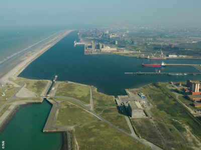 image copyright: http://www.dunkerque-port.fr/en/press/photo-gallery/central-port.html