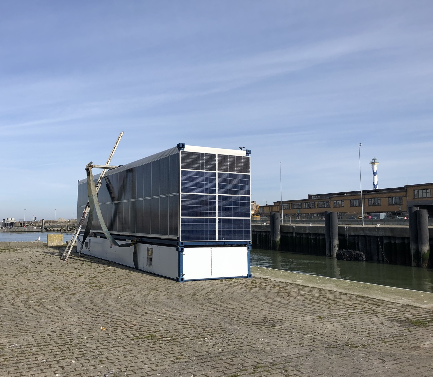 BPS launches energy pontoon on docks in port of Ostend