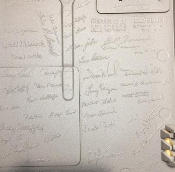Les signatures à l'intérieur