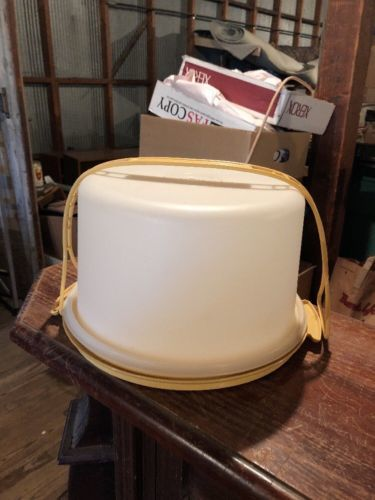 Vintage Tupperware Round Cake Carrier / Holder w/ Yellow Handle $25.00