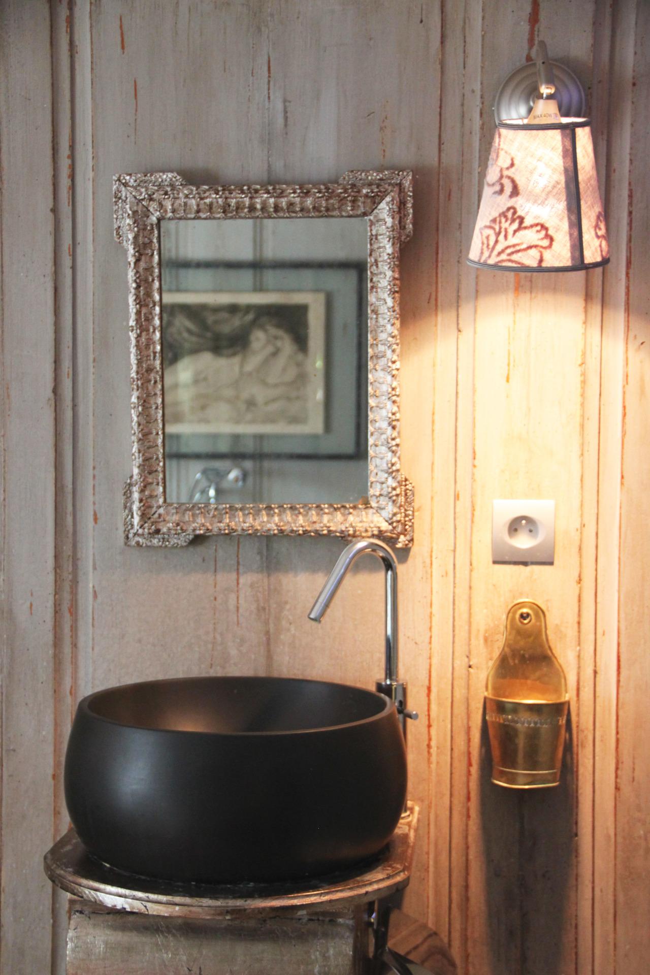 Vasque en pierre noire