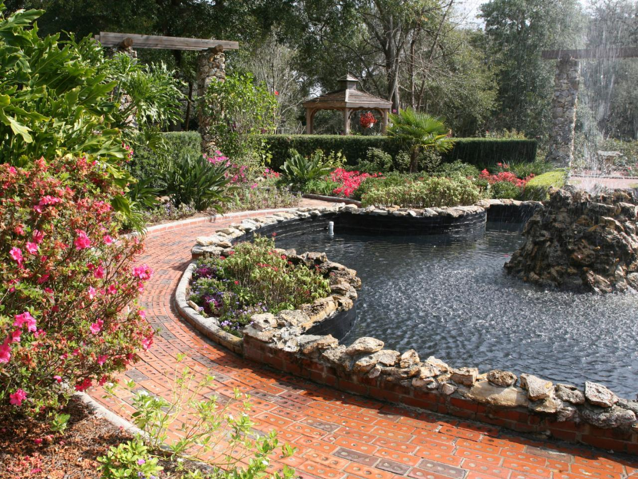 Hardscaping by the Use of Decorative Rocks and Mulches