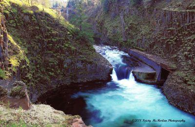 Punch-Bowl Falls, Hood River, Oregon