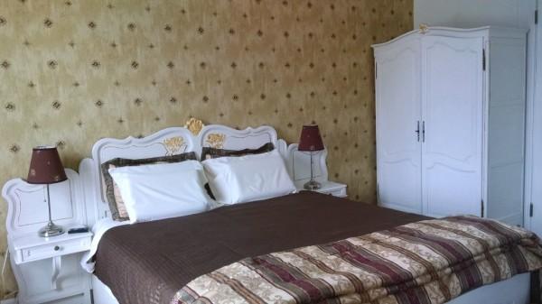 Pecan room xl Queen bed