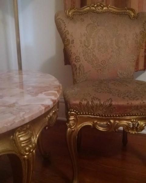 Peach room sitting area