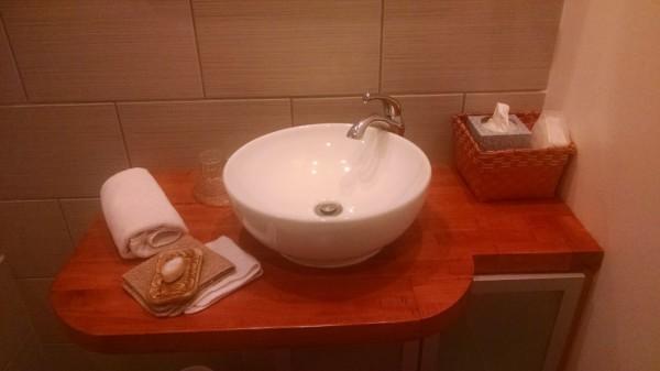 Vanity Peach bathroom