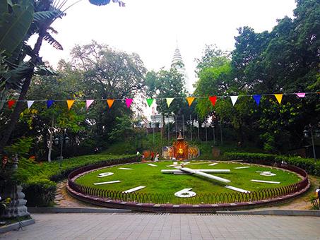 Wat-Phnom-01-453x340.jpg