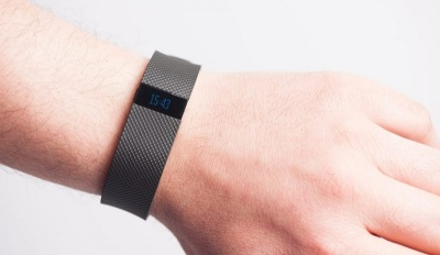 Features of Fitbit and Apple Watch Trackers