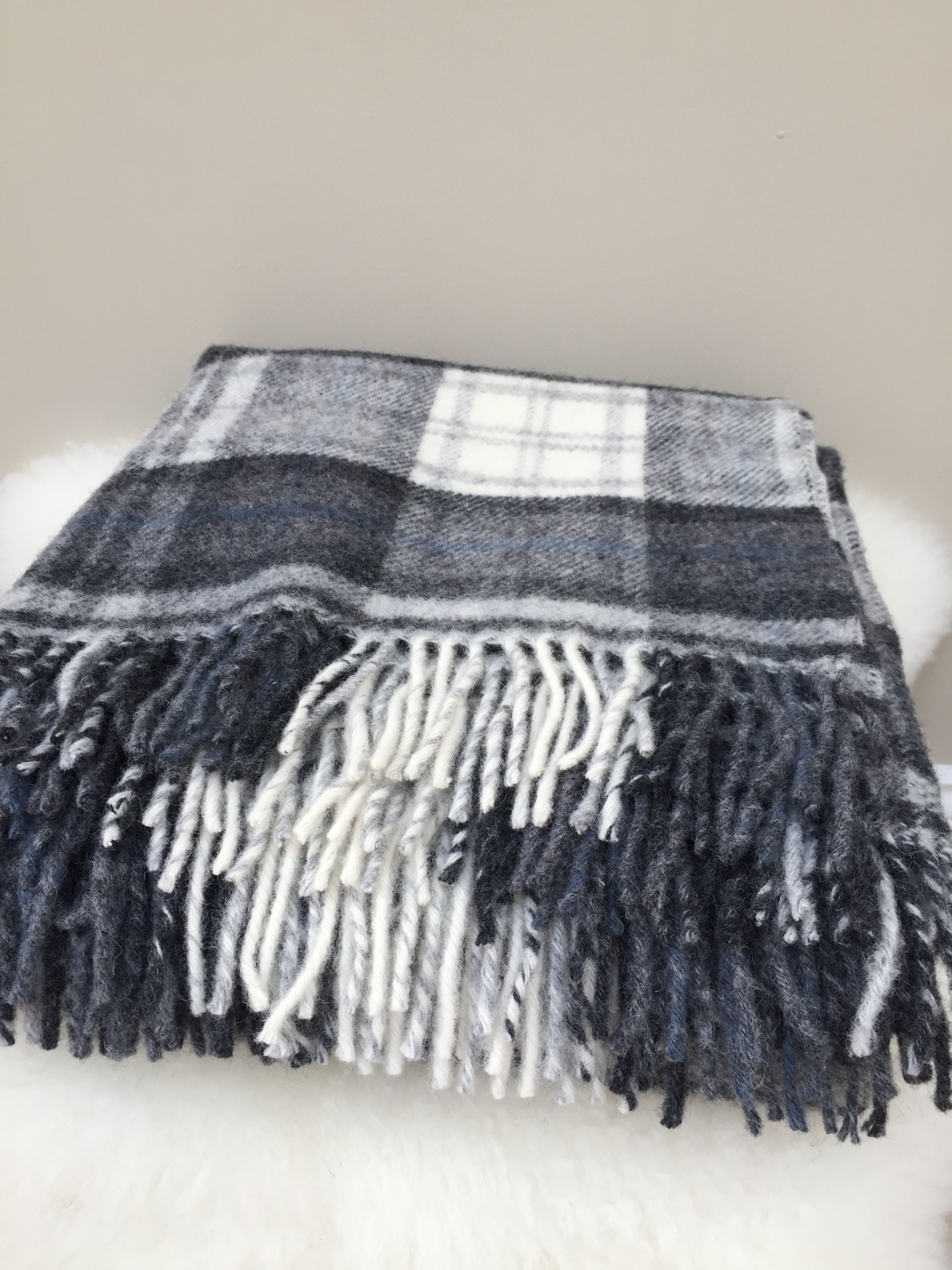 Cottage Check grey throw