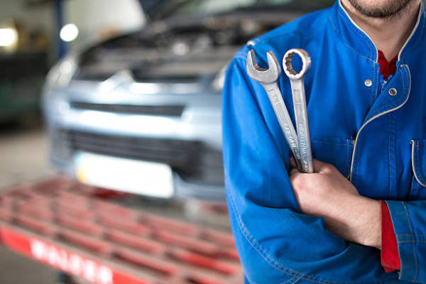 Important Tips for Selecting the Best Auto Repair Center