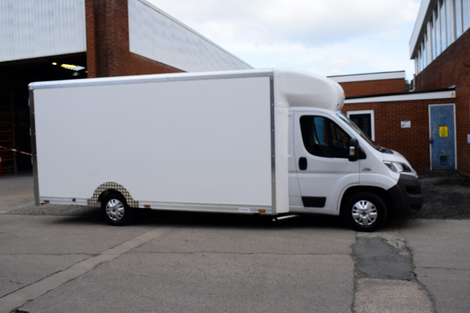 Fiat Ducato 2.3 130 5060mm Load Length 2285mm and 2590mm Height