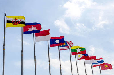 Benefits of Using Flags for Advertisement in Business