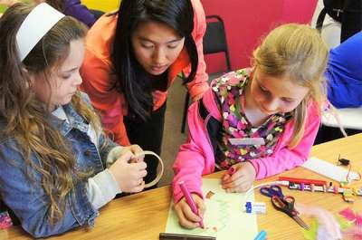 US volunteer helps ORT SA CAPE inspire girls to explore technology
