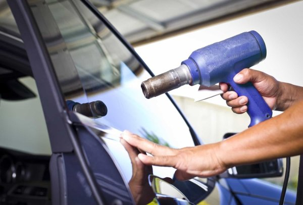 Things to Consider When Hiring an Auto Glass Repair Shop