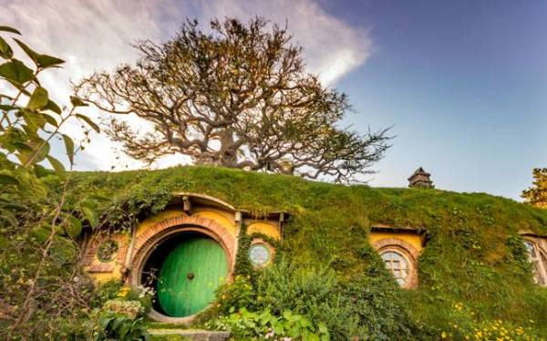 """""""KIA ORA"""" NEW ZEALAND Land of the Rings and the Hobbits Tour"""
