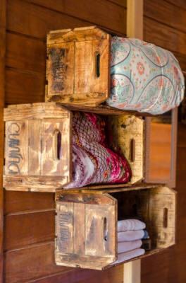 Porta toalhas em madeira