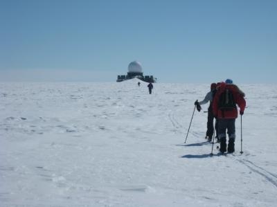 5 Aprl: Tony Hampson-Tindale: Skiing Across Greenland