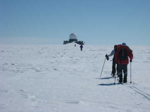 5 Aprl: Tony Hampson-Tindale: Skiing Across Greenland