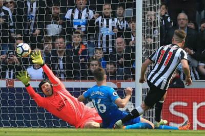 Arsenal thất bại trước Newcastle