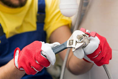 How to Identify the Right Commercial Plumber