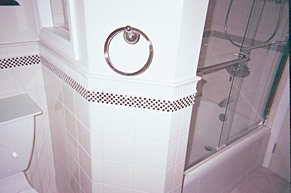 Custom Bathtub Wall Design 5