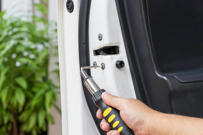 Automotive Locksmith: How to Find the Professional You Need