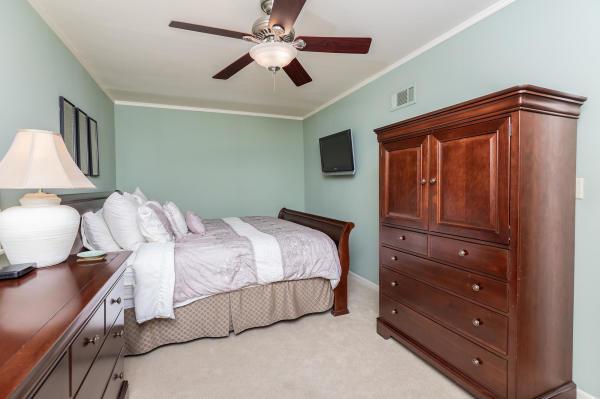 King Bedroom 1st Floor Guest Suite Roscoe Village Inn Vacation Rental in Chicago