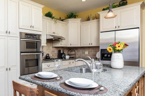 Kitchen 1st Floor Guest Suite Roscoe Village Inn Vacation Rental in Chicago