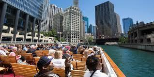 people on a wendella architectural river tour