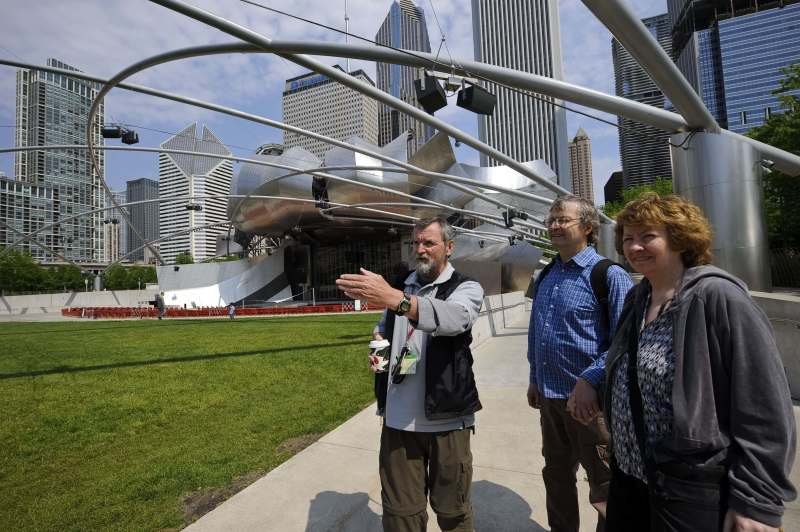 people on a chicago greeter tour