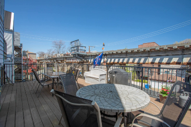 The Wrigley Flats Vacation Rentals in Chicago back deck